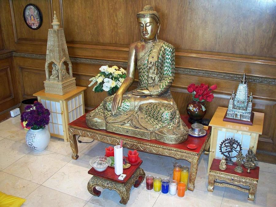 Bouddha dans la pièce de prière