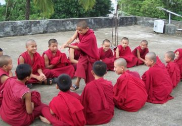 robe rouge moine bouddhiste bouddhisme devenir bouddhiste bouddha siddharta gautama