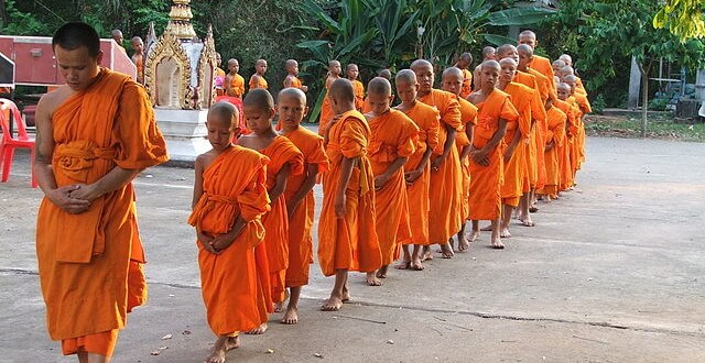 moines bouddhistes thailandais